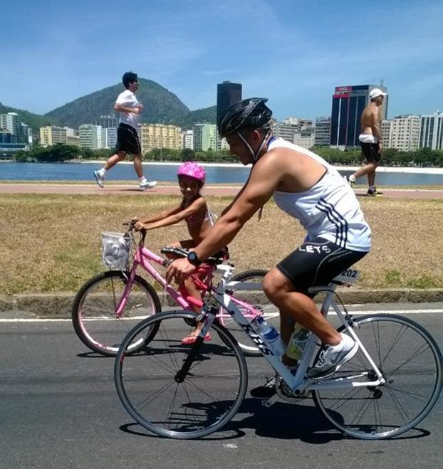 Octávio Luis e a filha Mayara pedalam pelas beleza naturais do Rio de Janeiro