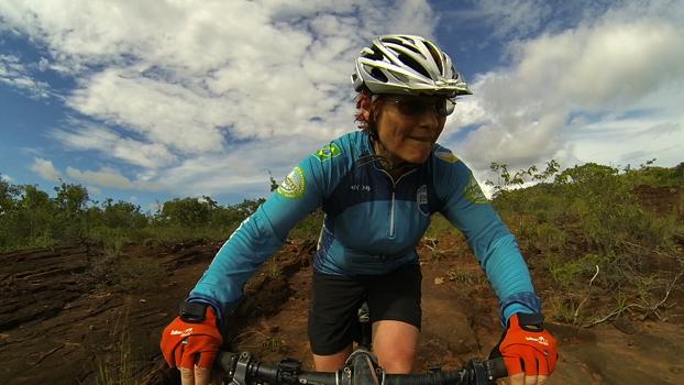 Renata Falzoni pedala no Bike Park Jalapão, RPPN Catedral do Jalapão