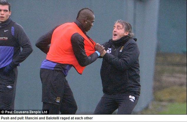 Balotelli e Mancini quase saem no tapa em treino do City