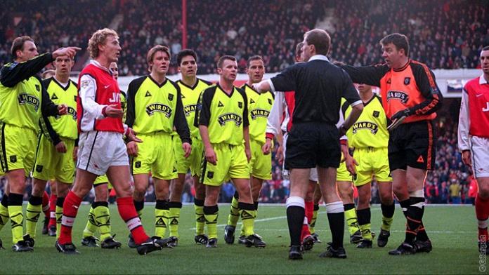 1999: Arsenal ofereceu repetição de jogo após polêmica