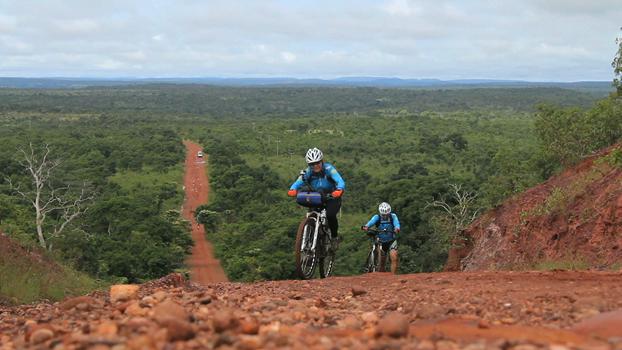 Renata Falzoni no primeiro dia de pedal, 90 km entre Ponte Alta e Mateiros, Jalapão/TO