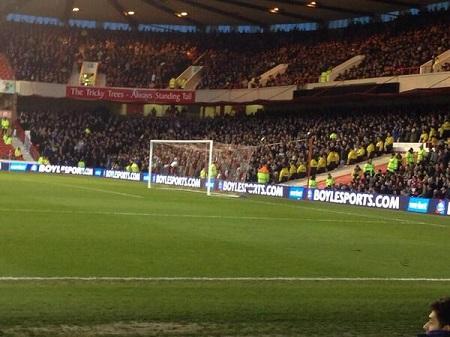 9cc5b3d40a Nottinghan Forest x Leeds United  grande público em jogo da segundona no  fim ...