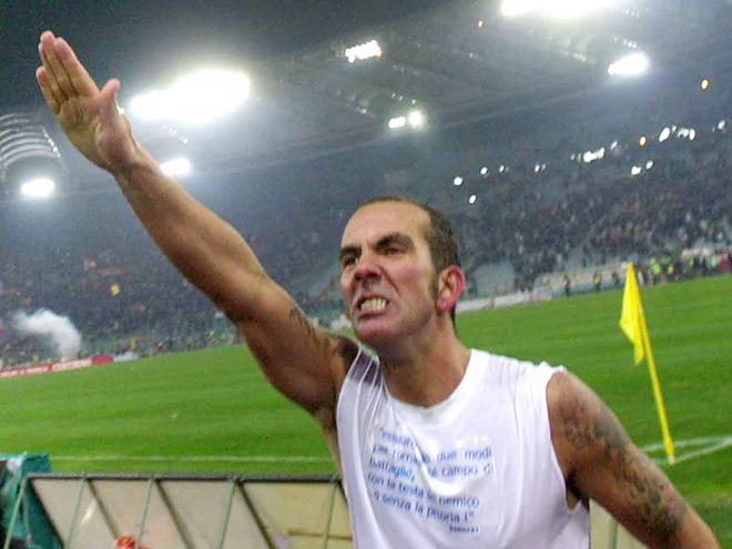 Paolo Di Canio e seu polêmico gesto: ex-integrante do grupo de Ultras da Lazio
