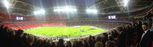Ao final, a metade do Tottenham já deixava o estádio com as cadeiras vermelhas à mostra