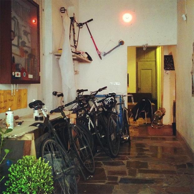 Oficina Coletiva de Bicicletas, Triciclo, localizada na Casa Nuvem.