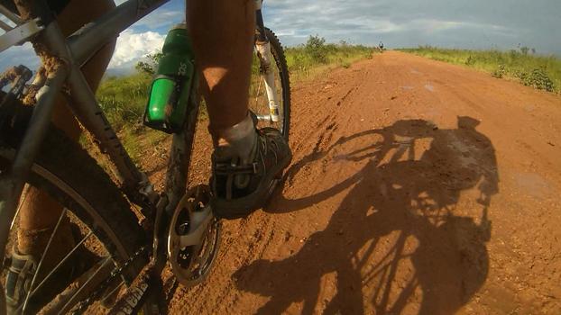Chuva acabou com a estrada depois do almoço no primeiro dia de pedal