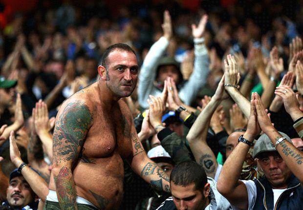 Carniça, chefe dos Ultras napolitanos, em Londres quando do jogo entre Arsenal e Napoli pela Champions League