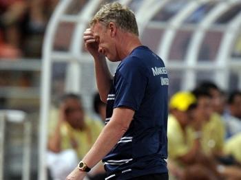 Técnico David Moyes lamenta após Manchester United sofrer gol do combinado tailandês