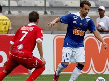 Everton Ribeiro fez o segundo gol do Cruzeiro