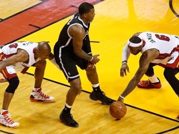 LeBron rouba a bola de Joe Johnson que decidiu o jogo