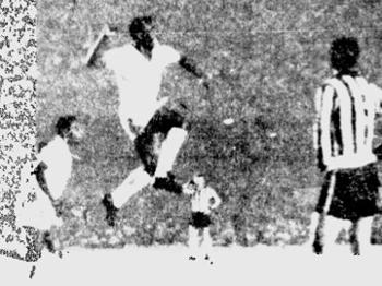 Pelé comemora gols e encerra boatos de ida ao Botafogo