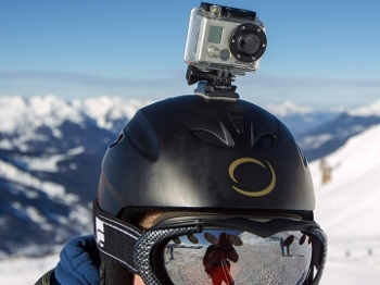 Esquiador usa câmera GoPro acoplada ao capacete