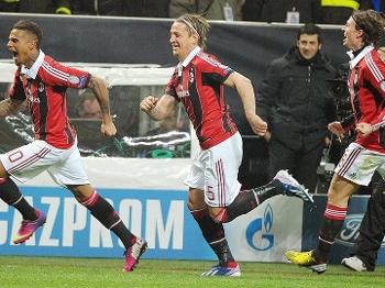 Boateng e Ambrosini comemora gol do Milan sobre o Barça