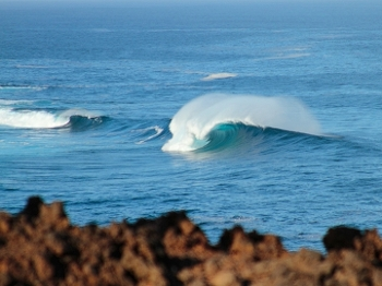 Por todos os lados da ilha você pode encontrar uma boa onda quebrando