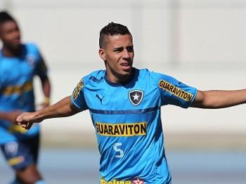 Volante Gabriel durante treino do Botafogo