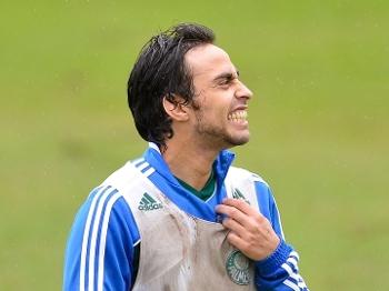 Valdivia esteve em campo durante 50 minutos no jogo-treino contra a Lusa