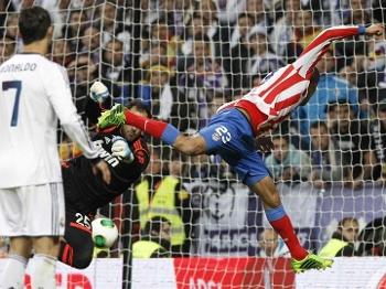 Miranda se antecipou e fez o segundo para o Atlético