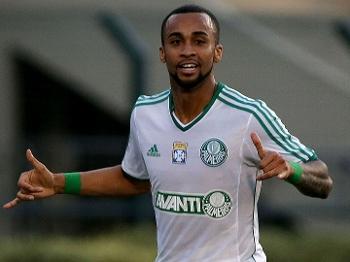 Wesley comemora o segundo gol do Palmeiras no duelo