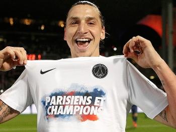 Ibrahimovic comemora a conquista do título francês pelo PSG