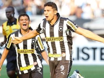 Elkeson comemora gol de letra contra o Náutico pelo Brasileiro