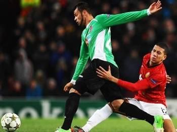 Luis Alberto Cluj Smalling Manchester United Champions 05/12/2012