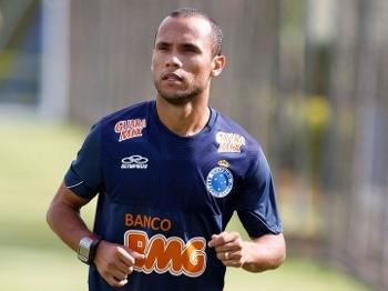 Ananias foi apresentado no Cruzeiro nesta quarta-feira