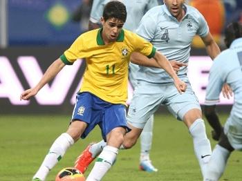 Oscar recebeu passe de Fred para abrir o placar na Arena do Grêmio