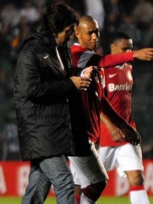 Fernandão conversa com os jogadores do Internacional