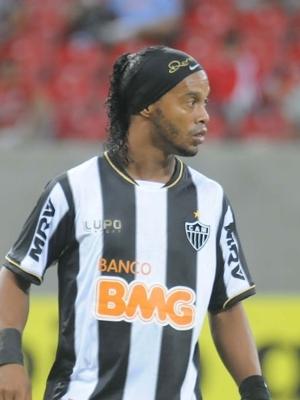 Ronaldinho reclama de pênaltis não marcados para o Atlético-MG nos jogos contra Botafogo e Náutico