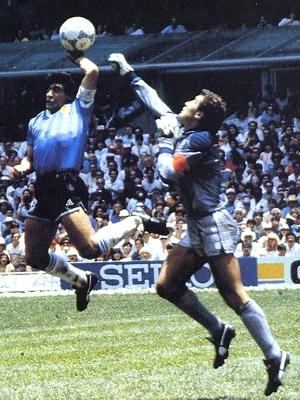 Maradona contra a Inglaterra: jogo às 12h