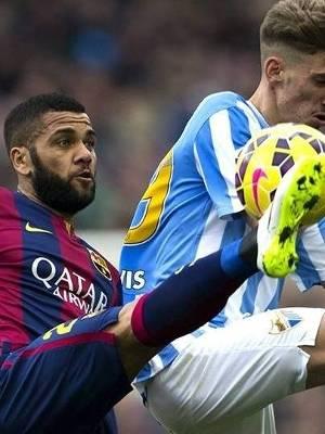 Daniel Alves falhou e entregou o gol que acabou definindo a derrota do Barça