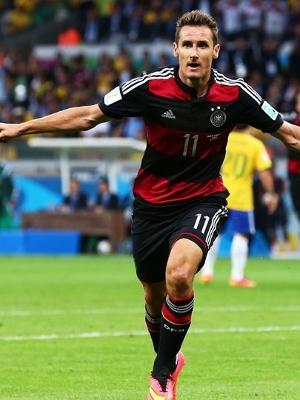 Klose comemora seu 16º gol em Copas do Mundo