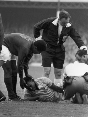 Pelé foi caçado em 1966 e não conseguiu jogar