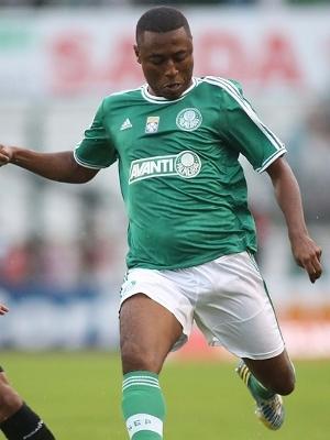 Zagueiro André Luiz marcou na vitória do Palmeiras sobre o Figueirense