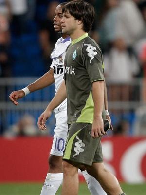 Após o jogo de 2007, Robinho e Diego conversam no Bernabéu