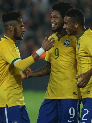 Neymar e Luiz Adriano marcaram no primeiro tempo contra a Turquia
