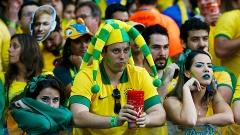 Torcedores do Brasil lamenta após quarto gol alemão