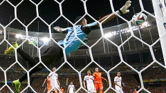 No fim dos 90 minutos, Sneijder cobrou falta, mas a bola explodiu na trave e não entrou no gol de Navas
