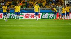 Jogadores da seleção brasileira desolados após massacre da Alemanha no primeiro tempo