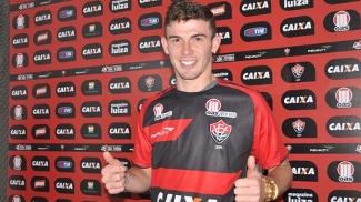 Luiz Gustavo continuará no Vitória, pelo qual atuou em 2013