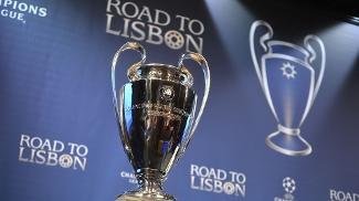 Taça da Uefa Champions League em exposição no sorteio das quartas de final