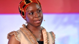 Chimamanda Adichie é escritora nigeriana