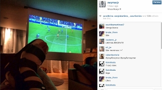 Neymar postou foto no Instagram assistindo à partida do Barcelona