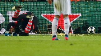 Diego López, goleiro do Real, no chão após o quarto gol do Dortmund, em cobrança de pênalti