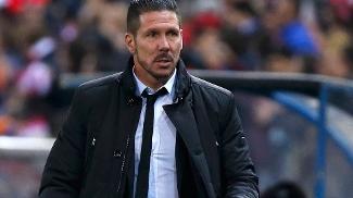Simeone vê o Atlético em ascensão e conta com o retorno de Miranda