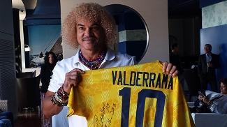 Valderrama é homenageado durante o prêmio Golden Foot 2013