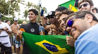 Após vencer em Teahupoo, Gabriel Medina passou a ser muito assediado pelos torcedores e imprensa