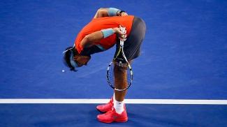 Rafael Nadal sentiu dores nas costas no segundo set da final em Melbourne