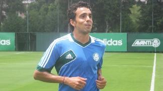 Diogo treina pela primeira vez no CT do Palmeiras
