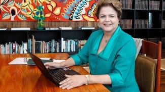 Presidenta Dilma Rousseff durante bate papo com internautas